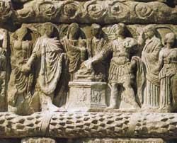 Scena di sacrificio, particolare di uno dei rilievi dell'arco di Galerio a Salonicco, IV secolo d.C.