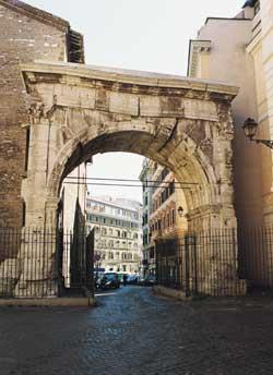 L'arco di Gallieno, monumento dell'epoca di Augusto, sul luogo dell'antica porta Esquilina, presso l'attuale via Merulana a Roma. Sul fornice si legge un'iscrizione dedicatoria all'imperatore Gallieno , figlio di Valeriano, appostavi negli anni tra il 259 e il 262  d. C.