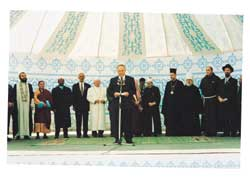 President Nursultan Nazarbayev with the heads of the religious delegations at the concluding  moment of the Astana conference, 