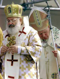 John Paul II and Cardinal Lubomyr Husar in Kiev in June 2001