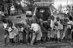 Liberian children queuing for food