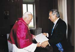 The Pope and the Israeli Ambassador to the Holy See Oded Ben Hur, 2 June 2003, in the Vatican for the presentation of his credentials.