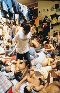 Immagini del carcere di Carandiru, San Paolo, definito da una commissione parlamentare brasiliana «la reinvenzione dell'inferno»