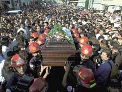Thousand of people participated in the funeral of José María Ruiz Furlán, the parish  priest of the Cinque quarter of Guatemala city