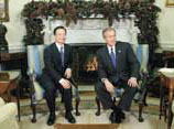the meeting of the Chinese Prime Minister  Wen Jibao with George W. Bush in the Oval Office of the White House on 9 December 2003