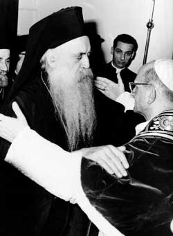 The historical embrace between Athenagoras and Paul VI in Jerusalem on 5 January 1964