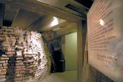 The entrance to the archaeological area below the parvis of the cathedral of Milan. On the left visitors will find a transcript of the verses composed by Ambrose for the building of the baptistery of San Giovanni alle Fonti