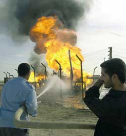 An oil pipeline in flames in Samarra, a hundred kilometers north of Baghdad.