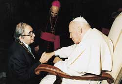 Sergej Averintsev with John Paul II at the audience for the participants at the plenary meeting of the Pontifical Academy of Social Sciences, 2 May 2003