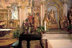 The interior of the sanctuary which, at the end of the route, is chapel XV, that of the Coronation of Mary. Here one sees an altar dedicated to the Adoration of the Magi