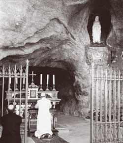 Paul VI in prayer before the grotto of the Virgin of Lourdes in the Vatican Gardens
