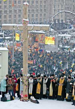Ukrainian priests in prayer during the demonstrations against the electoral fraud that at first gave victory to Yanukovich