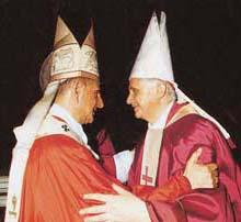 Paolo VI con Joseph Ratzinger in occasione della sua prima messa da cardinale, il 29 giugno 1977