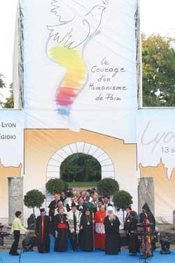 Une image de la cérémonie de clôture de la rencontre interreligieuse de Lyon