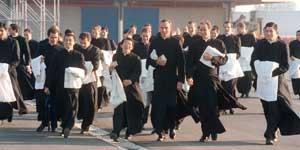 Un gruppo di giovani seminaristi