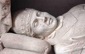 Qui sopra, Benedetto XI, particolare del monumento sepolcrale, scuola di Arnolfo di Cambio, chiesa di San Domenico, Perugia