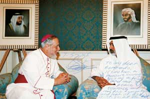 The photo with the dedication of Sheikh Nahyan Bin Mubarak Al Nahayan, Minister of Higher Education of the United Arab Emirates, along with Gremoli. 