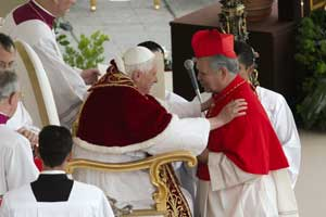 Benedict XVI with Cardinal Urosa Savino during the Consistory of 24 March 2006