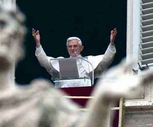 Benedict XVI during the recital of the Sunday Angelus on 12 November 2006