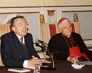 Cardinal Joseph Ratzinger with Giulio Andreotti in the room of the Cenacle of the Chamber of Deputies, in October 1998