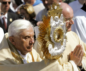 Benedict XVI during the Eucharistic procession at the Marian Sanctuary of Altötting , 11 September 2006