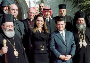 King Abdullah II and Princess Rania with the heads of the Christian Churches of Jordan, in a photo of 2001. First on the left is Georges El-Murr, archbishop of Petra and Philadelphia of the Greek-Melkites