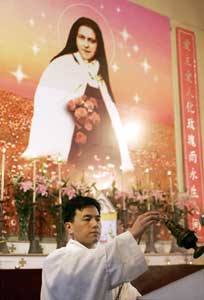 A priest celebrating Easter mass in the church of Saint Teresa in Shanghai