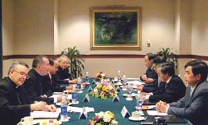 Delegazione della Santa Sede durante l'incontro con il Comitato per gli Affari religiosi
