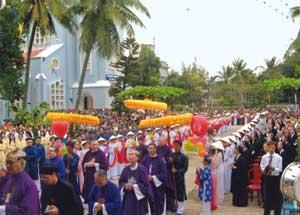 Visita della delegazione vaticana alla diocesi di Quy Nhon