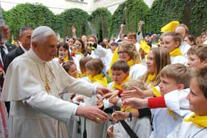Benedict XVI greeting the children in the square of the Cathedral of Saint Stephen in Vienna