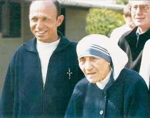 El padre Sebastian con la Madre Teresa
