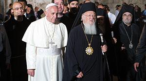 Francesco con il Patriarca di Costantinopoli Bartolomeo I nella Basilica del Santo Sepolcro