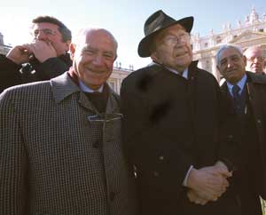 Senator Giulio Andreotti in Saint Peter's Square listens to the words of Pope Benedict XVI, Sunday 20 January 2008, at the end of the Marian prayer