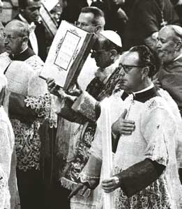 Paul VI with the Gospel book during the Vatican II Ecumenical Council