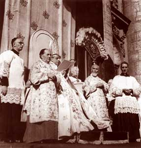 Pius XII proclaiming the dogma of the Assumption in body and soul of Most Holy Mary into Heaven, 1 November 1950