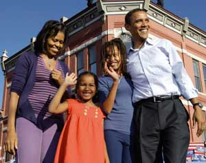 Barack Obama with his daughters and wife MichelleBR  [© Associated Press/LaPresse]