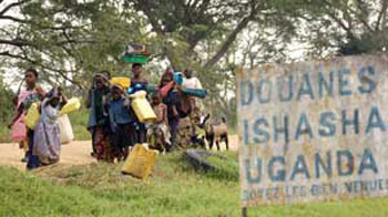 Congolese fleeing to the refugee camp of Ishasha, near the Ugandan border  [© Reuters/Contrasto]