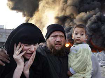 A Palestinian family fleeing from the Rafah refugee camp destroyed by Israeli bombing, on 27 and 28 December 2008<BR> [© Associated press/LaPresse]