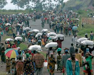 2008. Distribution of food  around Goma [© Associated Press/LaPresse]
