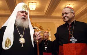Alexei II with Cardinal Vingt-Trois in Moscow, 29 October 2008 [© Associated Press/LaPresse]