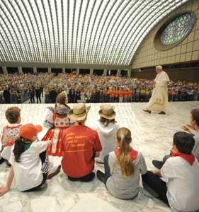 L'udienza di Benedetto XVI  ai settemila bambini dell'Opera per l'Infanzia missionaria, Aula Paolo VI, 30 maggio 2009 [© Osservatore Romano]