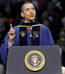 Il presidente Barack Obama durante il suo discorso alla University of Notre Dame a South Bend (Indiana) il 17 maggio 2009 [© Associated Press/LaPresse]