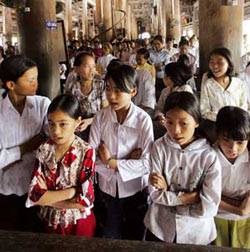 A group of girls during mass in Phat Diem Cathedral [© Afp/Grazia Neri]