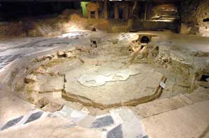The archeological remains of the baptistry of San Giovanni alle Fonti in the restructuring that followed on the research of 1996; the octagonal shape of the font is noted, repeated by the  external perimeter of the structure