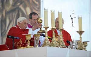 La santa messa presieduta da Benedetto XVI, a Stará Boleslav, nella ricorrenza liturgica di san Venceslao, patrono della Repubblica Ceca, il 28 settembre 2009 <BR>[© Associated Press/LaPresse]
