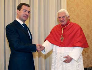 Benedict XVI and President Medvedev [© Paolo Galosi/Vatican Pool]