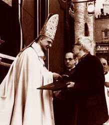 Paul VI and Jacques Maritain during the closing ceremony of the Second Vatican Council, 8 December 1965