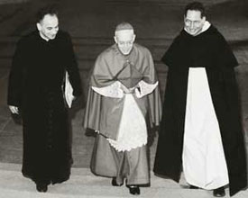 From the left, Monsignor Pierre Mamie, the future Bishop of Lausanne, Geneva and Freiburg, Cardinal Charles Journet and Georges Cottier in Rome during the Council works