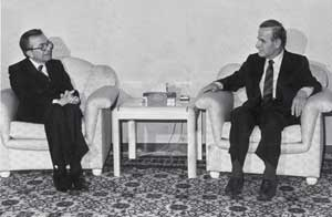 Giulio Andreotti with former Syrian president Hafez al-Assad in Damascus in February 1988