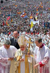 Pope Benedict XVI during Mass at the Shrine of Fatima on 13 May 2010 [© Associated Press/LaPresse]